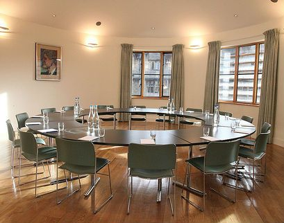Butler Room possible layouts: U-shape seating up to 18 Round table seating up to 20 Drinks reception up to 70 Dining capacity up to 33 Further information at univ.ox.ac.uk