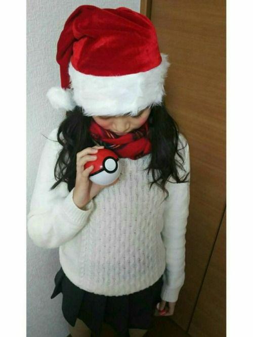 メリークリスマスイブ~🎄🎅🎄🎅🎄🎅 クリスマスっぽいコーデしたくて 白ニットに赤チェック
