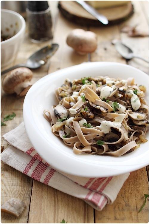 Tagliatelles de châtaigne aux champignons et sauce au saint-nectaire