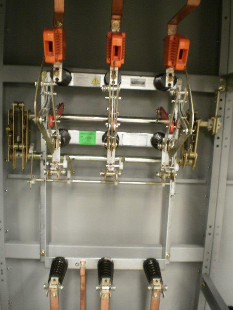 Desconectador con carga ,operacion en grupo ,tripolar clase 15 kv 400a  mando derecho  modelo LDTP15/044 CKN