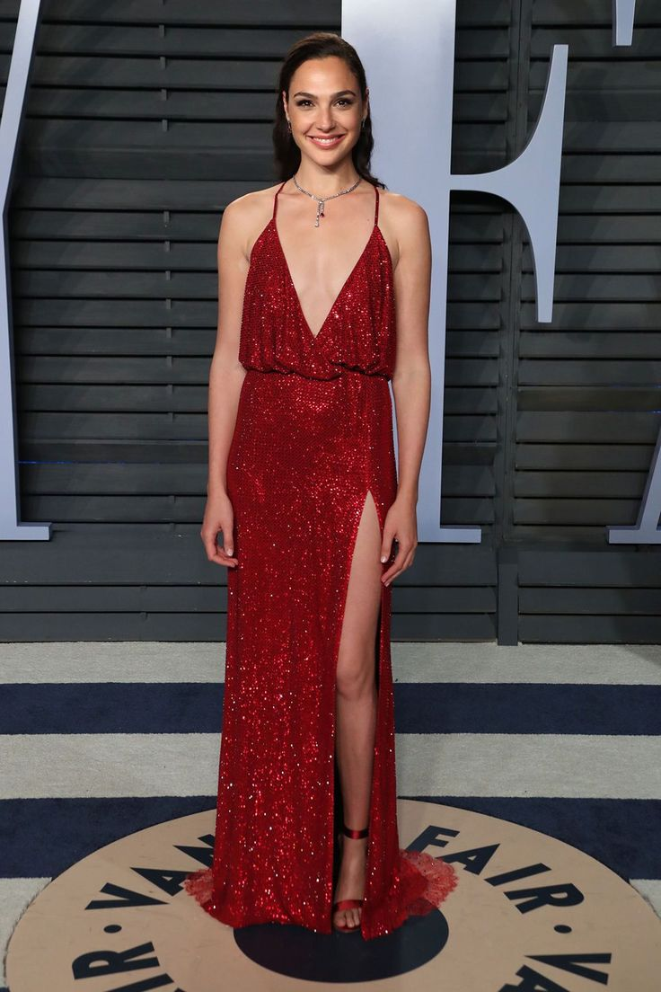 Gal Gadot sparkles on the red carpet in her red Armani gown and Tiffany & Co. jewellery #wonderwomen...s