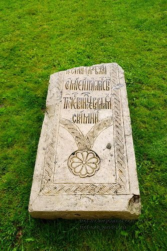 Продолжаю тему древних надгробий. В этот раз подборка по Казани - обследованы монастыри и старые кладбища. К сожалению, там мало что осталось - утрачены даже…