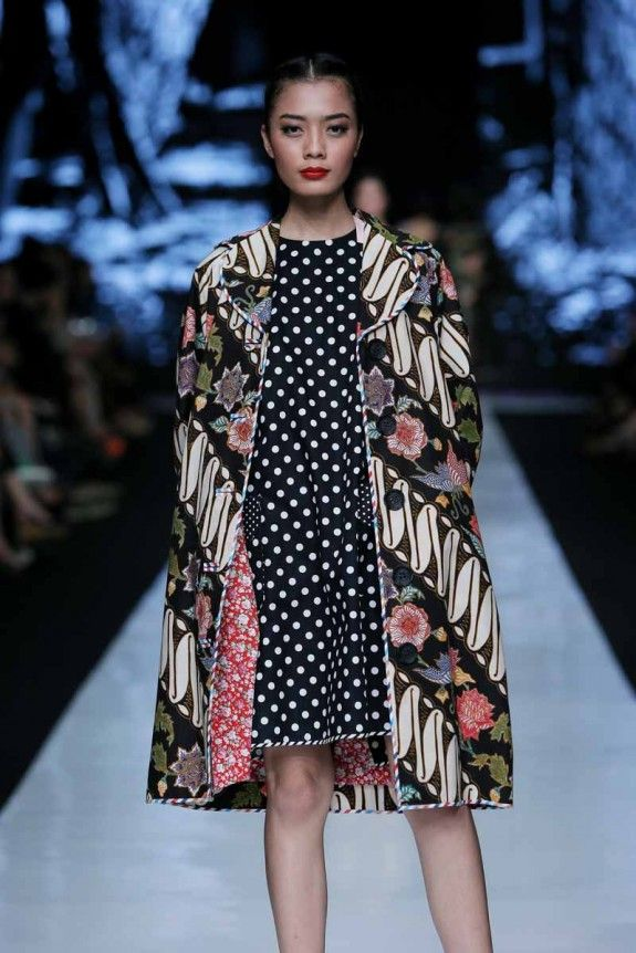 http://www.fashionwindows.net/2013/10/jakarta-fashion-week-2014-edward-hutabarat-part-2/#jp-carousel-106444 - edward hutabarat design once again