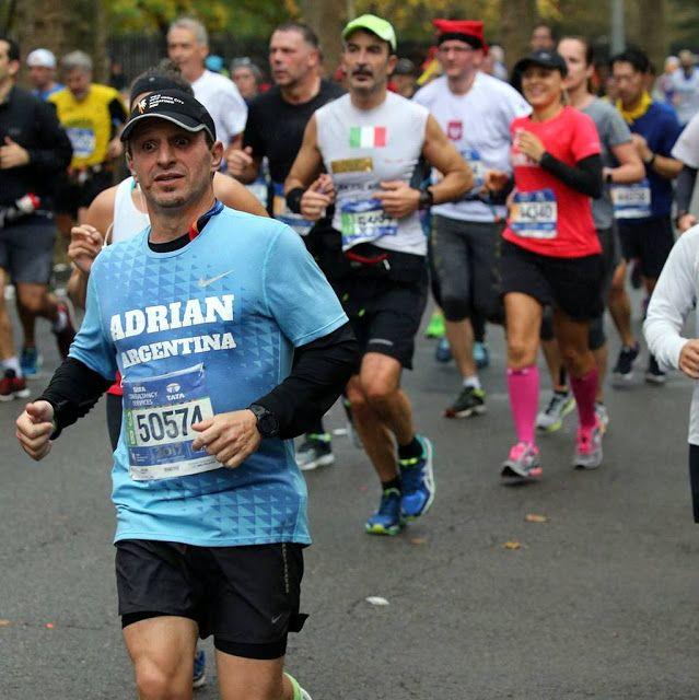 El periodista Adrián Stravitz nos habla de la magia de TCS NYC Marathon   Adrián Stravitz destacado periodista nos cuenta su experiencia sobre su participación en la popular Maratón de New York.  Stravitz relataba: Como ya le he dicho a más de uno hace algunos años ni se me cruzaba por la cabeza la posibilidad de correr una maratón me refiero a 42km. Hoy me encuentro contando mi experiencia de lo que fue mi 4ta maratón en este caso una de las mas populares famosas y hermosas la destacado…