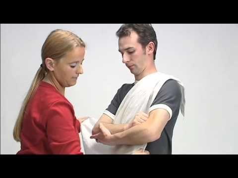 Driehoeksverband als draagdoek aanleggen - YouTube
