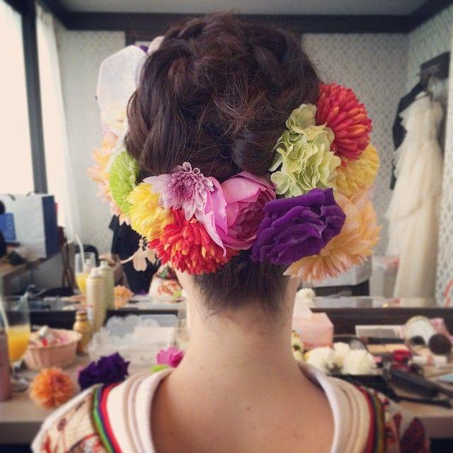 先週の花嫁さま♡ シンプルなみつあみお団子には 生花を囲んで華やかに #happywedding #hairmake  #色打掛#和装ヘア ゲスト様達にも好評でヨカッタです♡