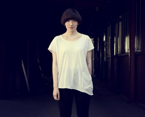 Elena Tonra.  I dig her hair cut.