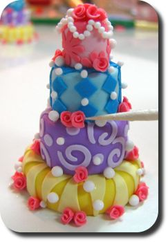 Crazy cake by IGMA Fellow Betsy Niederer.... Mini cakes, they are soo cute. I'm going to make one exactly like this!