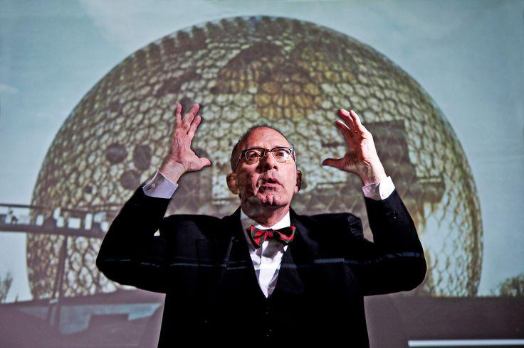 Бакминстер Фуллер — человек, желавший накрыть куполом Манхэттен. На фоне - Ричард Бакминстер Фуллер (Richard Buckminster Fuller) Павильон США для всемирной выставки 67 года.