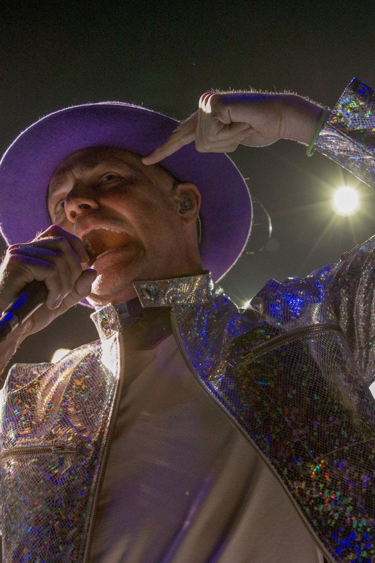 Tragically Hip's Gord Downie Sings Goodbye With Grace (Too)