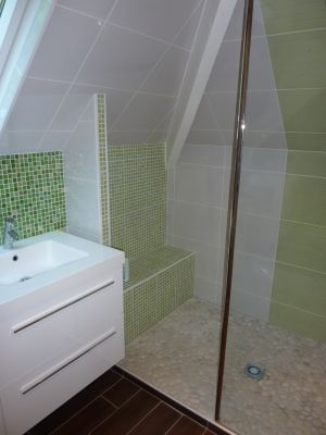 les 28 meilleures images du tableau salle de bains sous combles sur pinterest combles salle. Black Bedroom Furniture Sets. Home Design Ideas