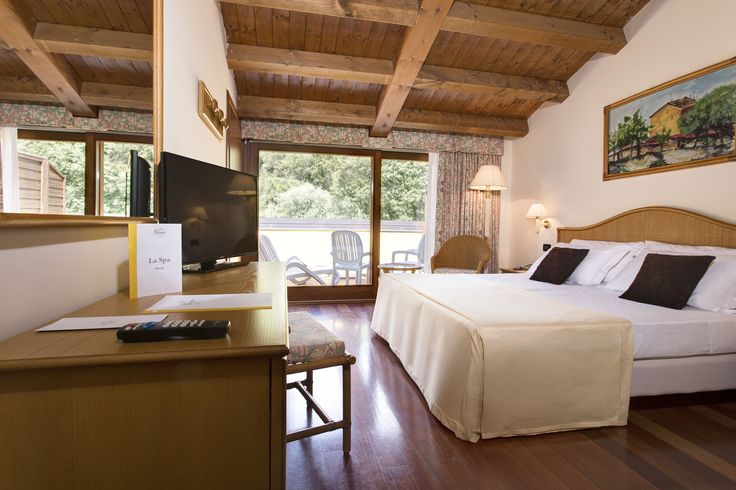 Costabella Room - Furnished with sober elegance, all rooms feature a balcony with a panoramic view over the park. Precious pastel-coloured fabrics, comfortable beds, and bathrooms in good taste create a harmonious atmosphere. All rooms feature a shower–hydromassage (some with tub), hair dryer, telephone, satellite television, safe, minibar, air conditioning and wireless network.