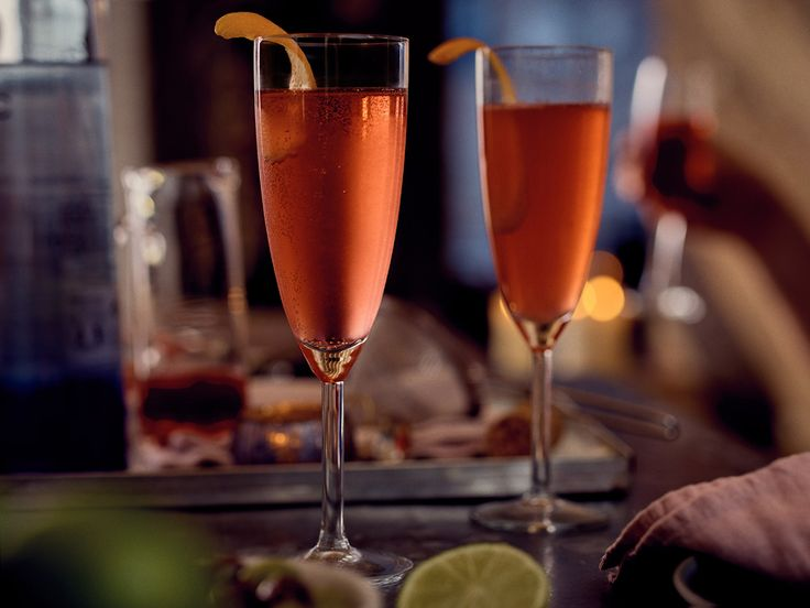 Σας παρουσιάζουμε σε συνεργασία με το Fine Drinking by World Class ένα σοφιστικέ cocktail με σαμπάνια, που θα εντυπωσιάσει τους καλεσμένους σας και θα προσδώσει κομψότητα στις εορταστικές συγκεντρώσεις.