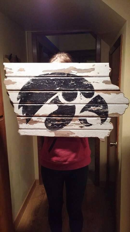 Iowa Hawkeye State Pallet Sign