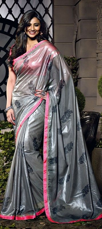 133606: #metallic #silver #DaisyShah #saree #Bollywood #Getthislook #partywear #onlineshopping