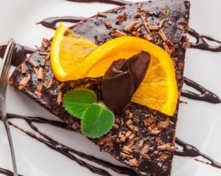 Moelleux aux oranges, safran et chocolat noir  : http://www.fourchette-et-bikini.fr/recettes/recettes-minceur/moelleux-aux-oranges-safran-et-chocolat-noir.html