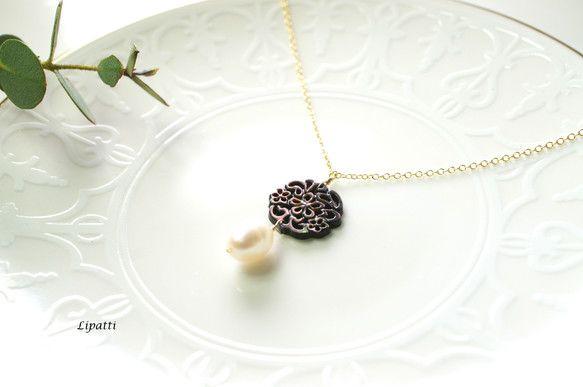 ビヴァリーとても珍しい、貝のフィリグリーです。フィリグリーは、黒蝶貝といって、黒真珠の母貝です。黒真珠のマザーオブパールとも。貝素材を美しく植物柄に仕上げた、...|ハンドメイド、手作り、手仕事品の通販・販売・購入ならCreema。