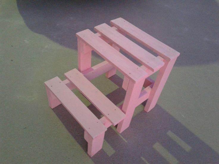 Escalerita rosita con tablas de palets