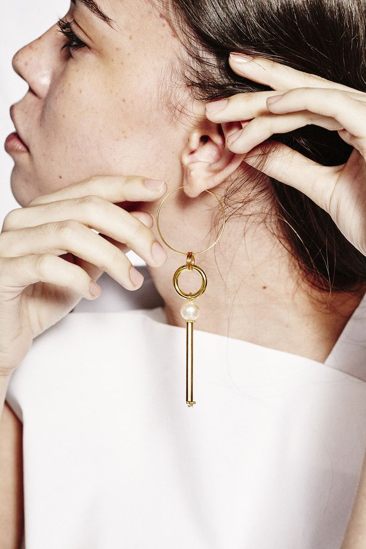 Mara Earring In Gold Vermeil With Glass Pearl Dimensions 35mm Gold Hoop  10mm Glass Pearl 10mm
