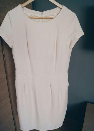 Kup mój przedmiot na #vintedpl http://www.vinted.pl/damska-odziez/krotkie-sukienki/9774427-pudrowy-sukienka-midi-kolor-pudrowy-roz-reserved