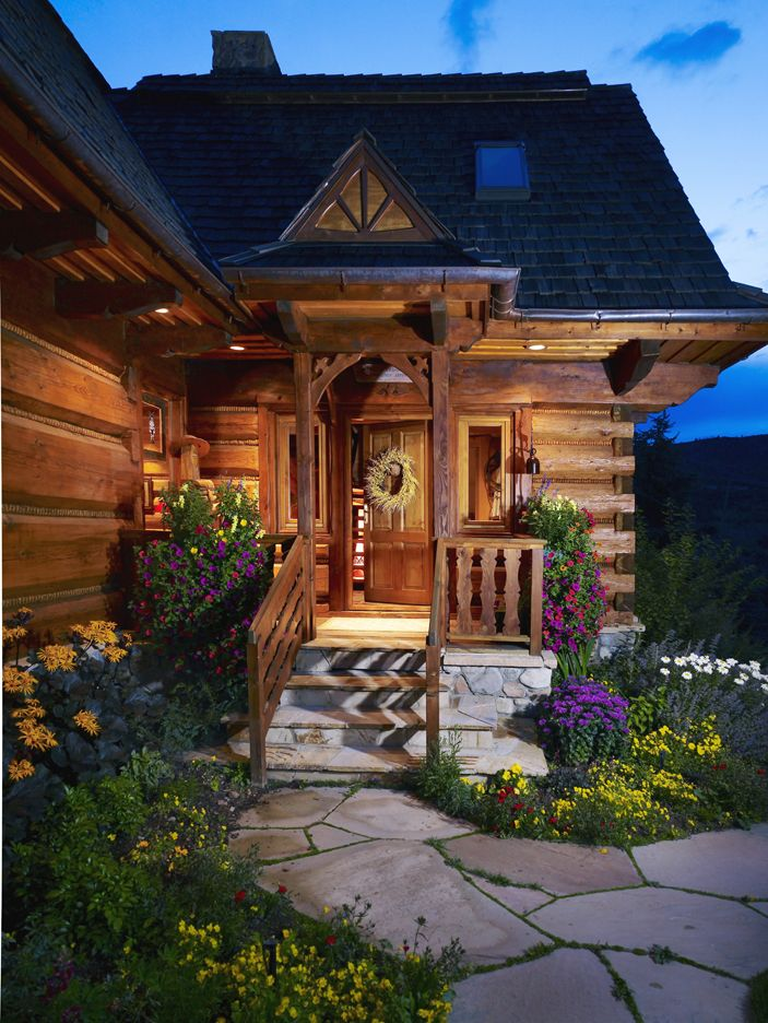 Beautiful entrance to an awesome log home.