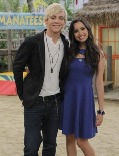 austin and ally dating 2014