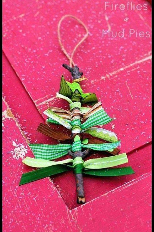 Craft idea: Sticks and ribbons Xmas tree!