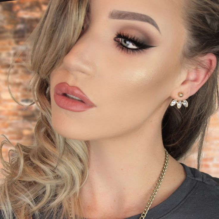 Hiya! I'm a profesional Makeup Artist based in Sydney, Australia! I make Makeup Tutorial videos to help you guys with your make woes and to teach you the tri...