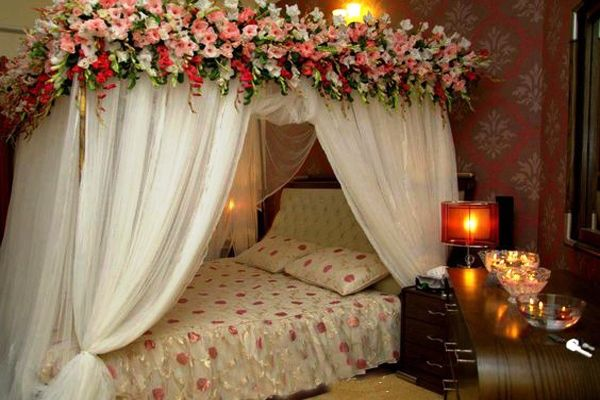 15 Classic Romantic Honeymoon Room Decor For Valentine S Day In 2020 Wedding Night Room Decorations Wedding Room Decorations Bridal Room Decor