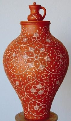 Traditional Portuguese pottery made using the 'stoned' decorative technique with small white quartz fragments | NISA Museum