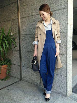 人気のサロペットは何も羽織らずさらりと着こなすのが定番ですが、春アウターやシャツやジャケットを羽織るとこなれ感が出てオシャレ上級者なコーデになるんです♡