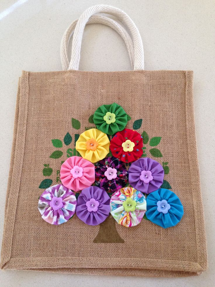 Hessian bag with flowers. A DIY way to add some colour and flare to a re-usable hessian bag.