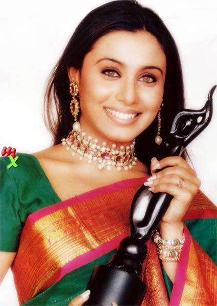Rani with her Filmfare Award<3