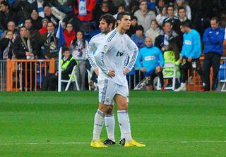 Madrid: Der portugiesische Fußballspieler Cristiano Ronaldo verglich eine Partie seiner Mannschaft Real Madrid gegen das bulgarische Team Ludogorest mit einem Rugby-Spiel.Ronaldo war extrem hart angegangen worden und verletzte sich. Viele Rugby-Spieler fühlten sich von dem Kommentar verunglimpft. Der spanische Journalist …