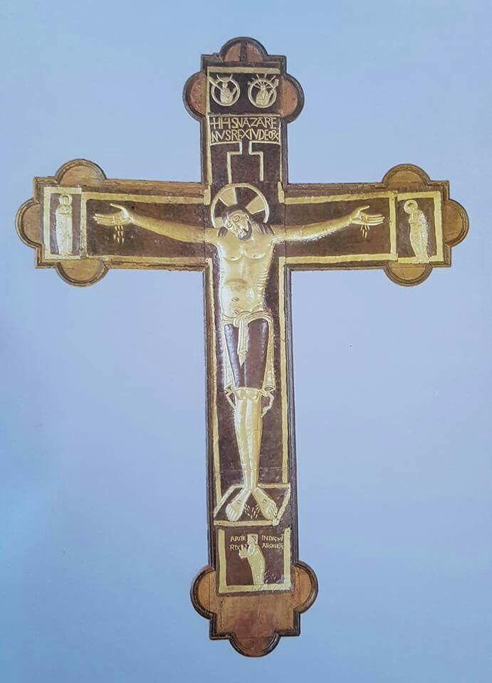 """Croce monumentale detta """"di Ariberto"""" Prima metà del XI secolo  Rame dorato e policromato in lastra, lavorato a sbalzo e a cesello, montato su un'anima di legno Milano  Museo del Duomo"""