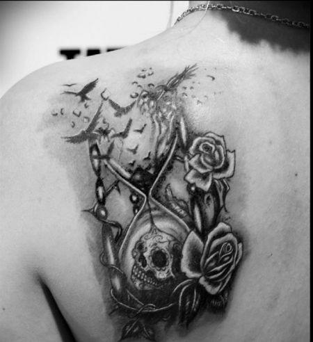Sanduhr tattoo  Die besten 25+ Sanduhr tattoo Ideen auf Pinterest, die dir ...