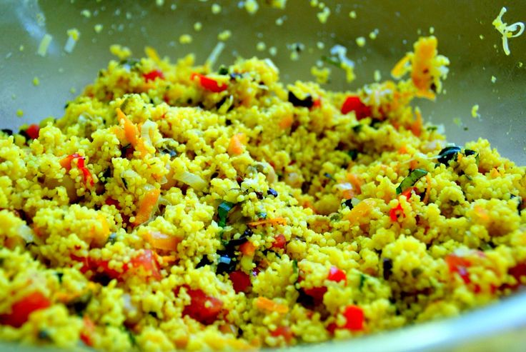 Cous cous con verdure in insalata. Ricetta qui: https://www.facebook.com/cucinaveganadallantipastoaldolce/photos/a.100617153738179.1073741828.100487060417855/232174700582423/?type=3&theater