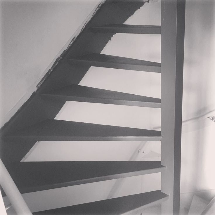 #thuisproject #homeproject #trap #stairs #restyled #antraciet #schilderen #home #homedeco #stylen #style #trend #decostyle #decoration #lifestyle #artwork #homestyle #homedesign #design #designinspiration #projecthome #homesweethome by vermu_design http://discoverdmci.com