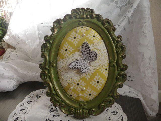 Cadre ancien en bois vintage à poser sur un meuble et papillon : Décorations murales par cocopassion