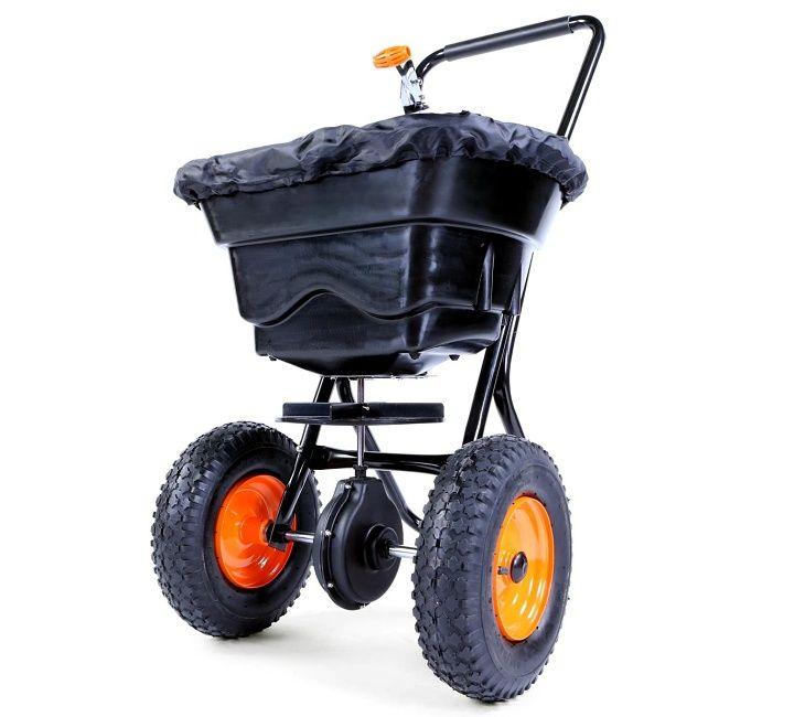 Rozmetadlo – posypový vozík FX GS36 - kvalitní posypový vozík, rozmetadlo, které využijete po celý rok. V zimě pro posyp solí nebo jemným štěrkem. V létě při péči o trávník – hnojiva nebo osivo. Rozmetadlo posypu FX GS36 má variabilní šířku posypu až do 3,65 m, nádoba s objemem 36 l.