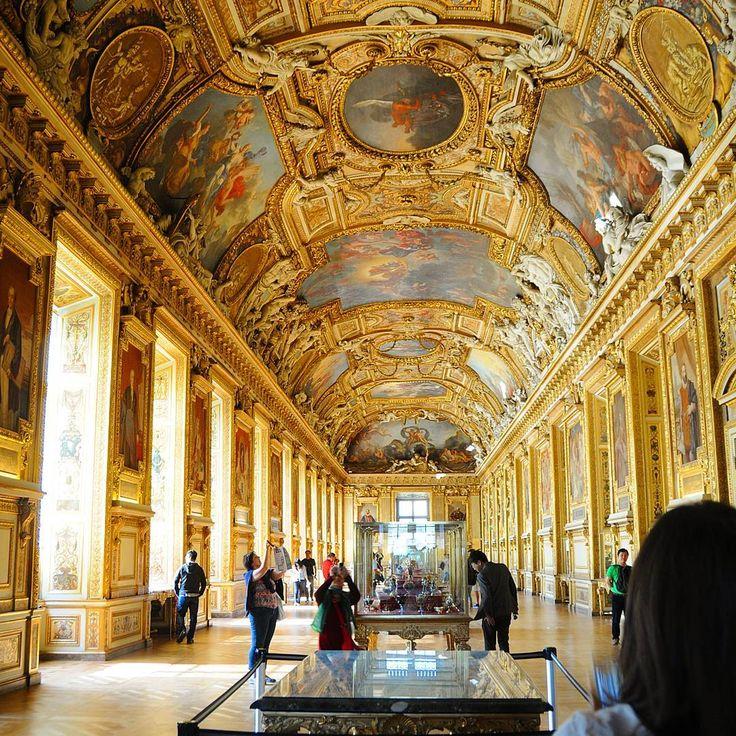 ルーブル美術館。  有名なものだけ見て早々に出てしまったんですがまた行ってみたい。  #山西家のb747_8で行くアメリカ_ドイツ_フランス新婚旅行  #旅行 #travel #旅 #trip #海外旅行 #新婚旅行 #ハネムーン #honeymoon  #フランス#France#パリ#Paris #ルーブル美術館#LouvreMuseum #persienne#루브르박물관#盧浮宮 #写真撮ってる人と繋がりたい  #ファインダー越しの私の世界 #彫刻#絵画#美術館 #ミロのヴィーナス #天井 #金#golden#gold http://tipsrazzi.com/ipost/1511136323586911294/?code=BT4onrelmw-