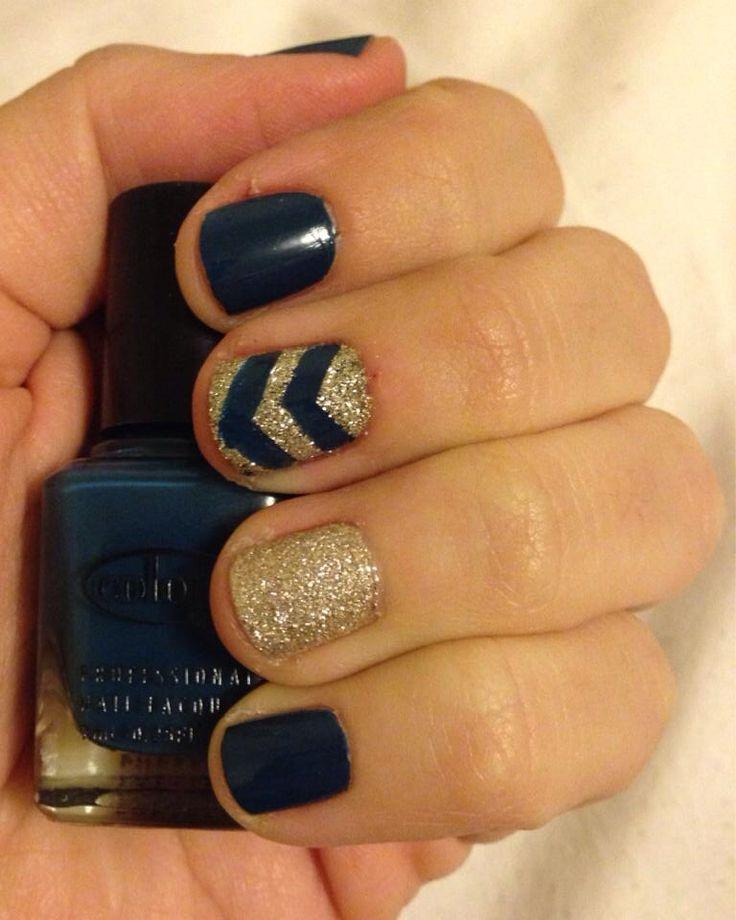 Manicura amb purpurina: blau marí i daurat