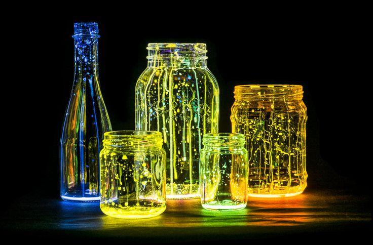 幻想的な光を放つ、グロウジャーをご存知ですか? ハロウィンやクリスマスにもイルミネーションとしても使えますよ♪ 簡単に作れるので、ぜひ1度試してみてはいかがでしょうか。