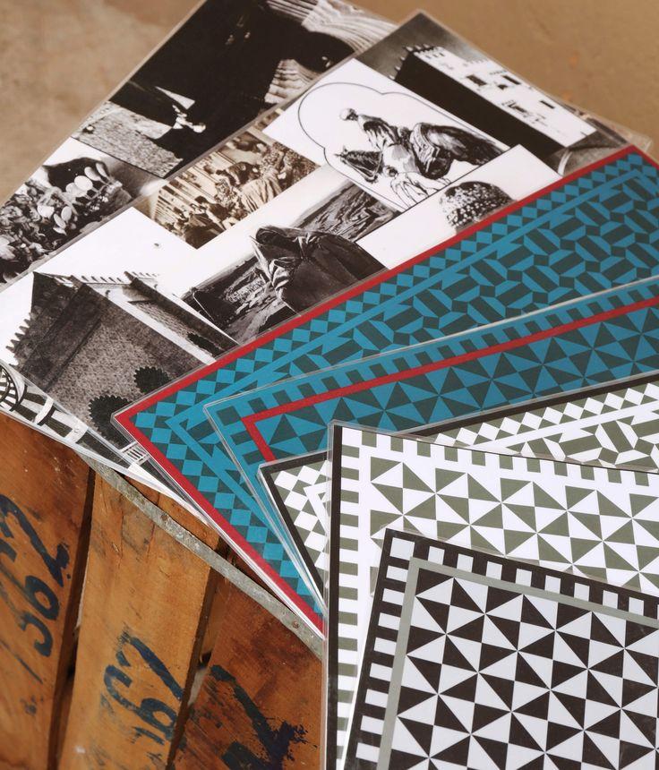 Set de table plastifié aux motifs géométriques ou photos anciennes du Maroc.