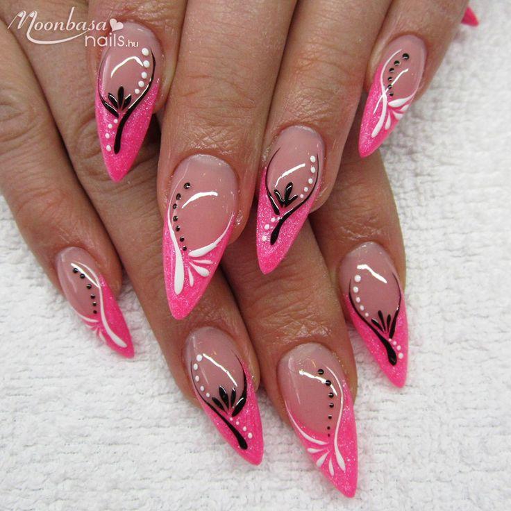 Egy újabb rózsaszín körömdíszítési tipp a mai napra. Te viselnél hasonlót magadon? Nézz szét nálunk és szerezd be a hozzávalókat most kedvezményesen: http://www.mbnails.hu/zseleakcio  #moonbasanails #nails #koromdiszites