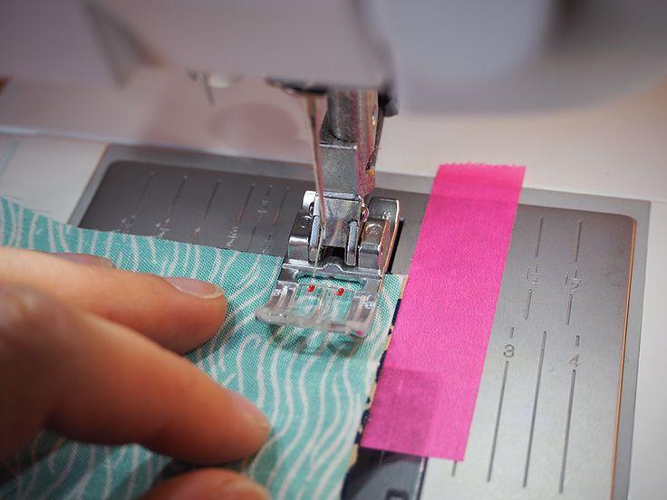 La technique du patchwork semble bien souvent si compliquée et fastidieuse qu'elle désespère les débutantes avant même d'essayer. Cette activité souffre également parfois d'une image un peu vieillotte et démodée alors qu'il peut y avoir de réelles merveilles au top de la tendance. J'ai envie aujourd'hui de vous donner quelques conseils tout simples pour encourager...  Lire la suite »