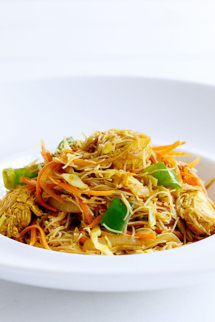 Chicken noodles  http://www.instyle.gr/recipe/noodles-me-kotopoulo-ke-kari/