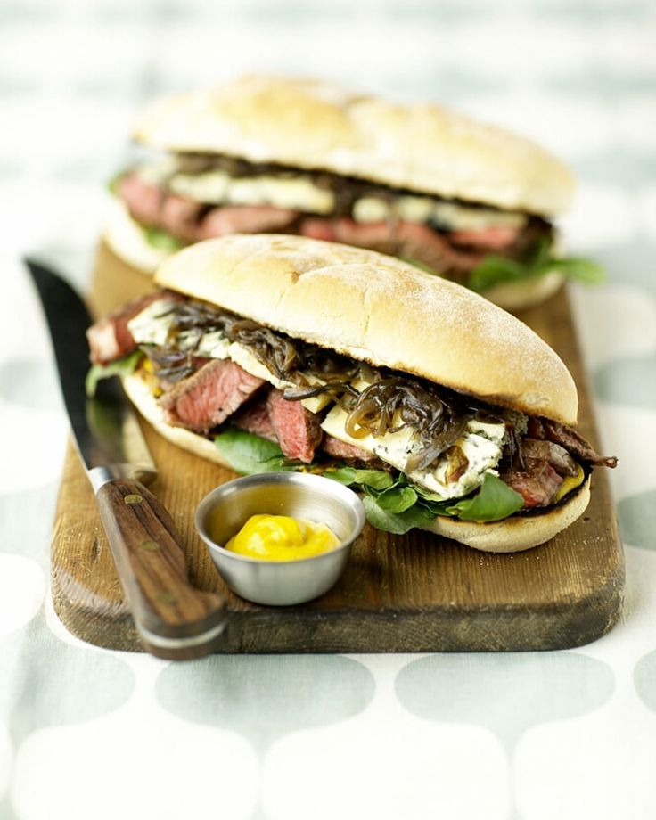 Ultimate Steak & Stilton Sandwiches | cooking.sofeminine.co.uk