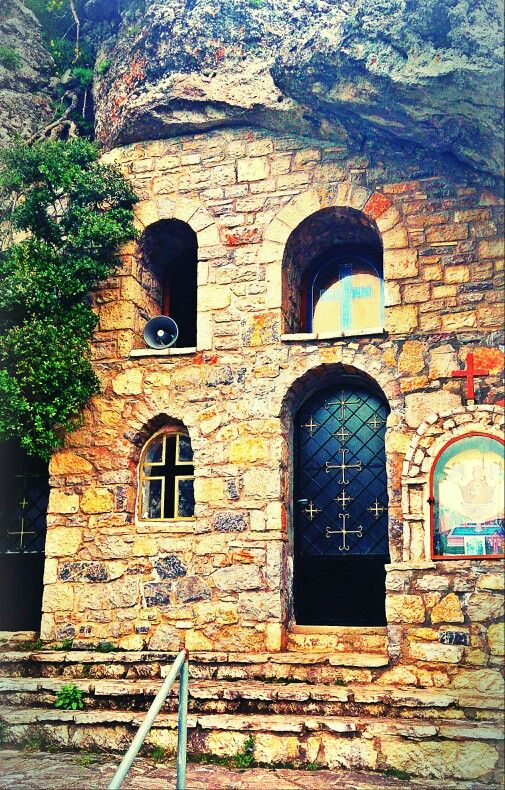 Zoodochos Pigi church entrance