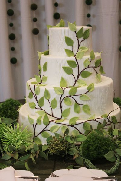 The bride and groom chose a natural theme that carried right through to the wedding cake.